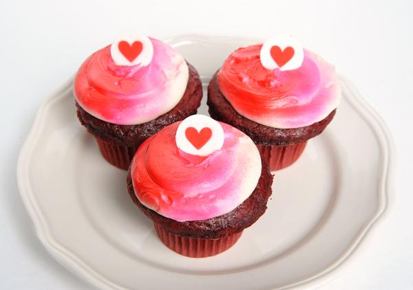 JanaEubank_eBrushFood_ValentineCupcake1Group_600