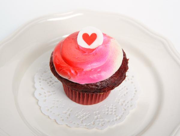 JanaEubank_eBrushFood_ValentineCupcake2Single_600