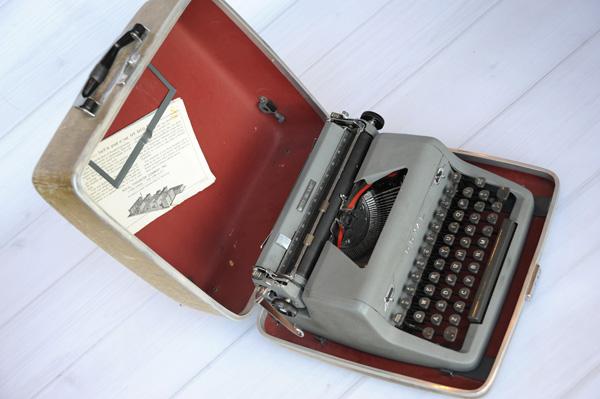 JanaEubank_Typewriter3